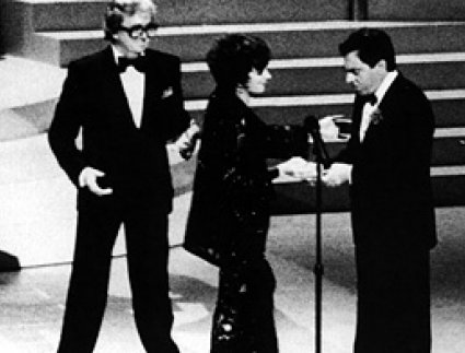Liza Minnelli inducts Leslie Bricusse and Anthony Newley into the Hall of Fame.