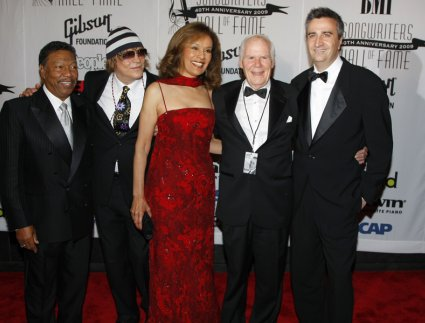Billy Davis Jr, James Rado, Marilyn McCoo, Galt MacDermot, and Eric Ragni