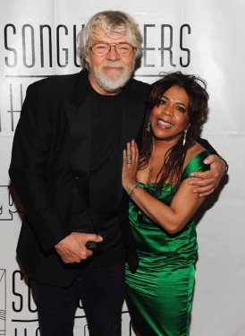 Bob Seger and fellow inductee Valerie Simpson