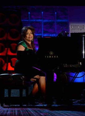 Valerie Simpson performs for Bob Seger