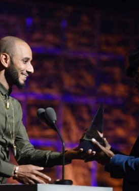 Swizz Beatz presents to Ne-Yo