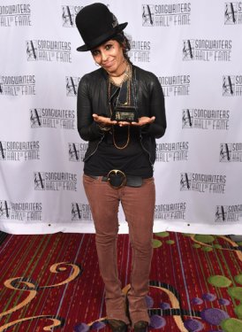 Inductee Linda Perry