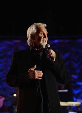Kenny Rogers performs for Don Schlitz