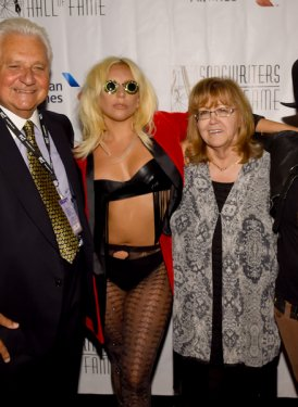 Martin Bandier, Contemporary Icon Awardee Lady Gaga, SHOF President & CEO Linda Moran and Inductee Linda Perry