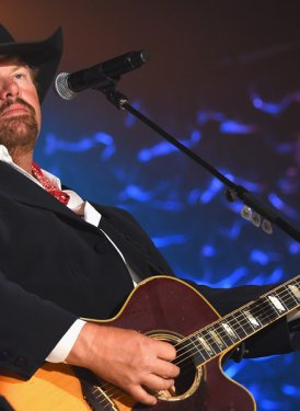 "Toby Keith performs ""Clancy's Tavern"""