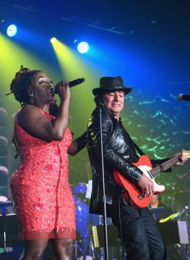 Ledisi Young and Richie Sambora perform a medley of songs for Willie Dixon