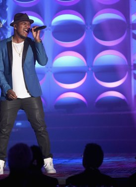 "Ne-Yo performs ""Coming With You"" for John LoFrumento"