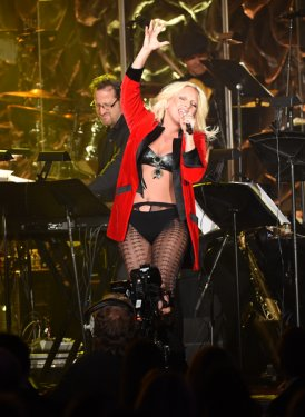 "Lady Gaga performs Linda Perry's ""What's Up"""