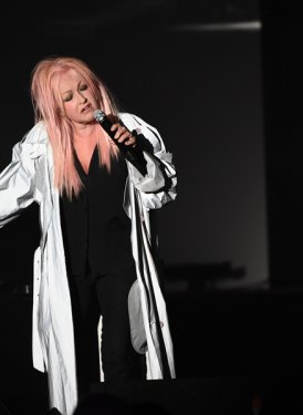 "Cyndi Lauper performs ""Hat Full of Stars"""