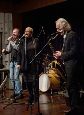 Cropper performs with friends